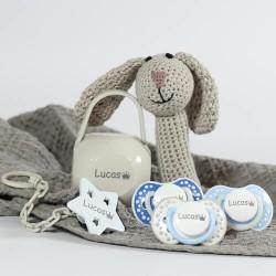 Geschenkdoos voor jongen, met schattige konijn rammelaar, 3-36 maanden